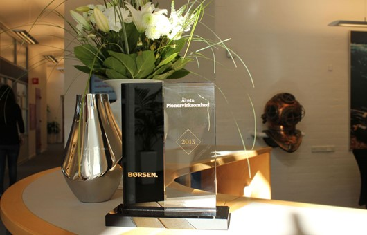 MacArtney-named-Pioneer-Company-of-the-Year-2013-(statuette).jpg